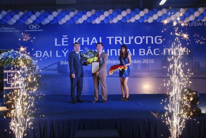 Hyundai Thanh Cong khai truong 4 dai ly moi hinh anh 1