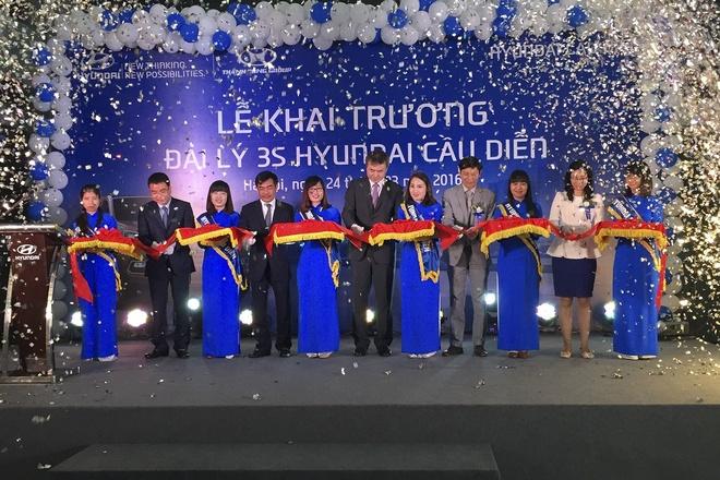 Hyundai Thanh Cong khai truong 4 dai ly moi hinh anh 2