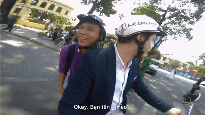 Chang trai nuoc ngoai chay xe om mien phi giua Sai Gon hinh anh 4