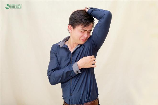 Chang trai 9X loai bo mui hoi de thang tien trong cong viec hinh anh 1