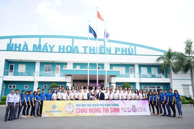 Thi sinh HHVN 2016 tham quan nha may Hoa Thien Phu hinh anh 1