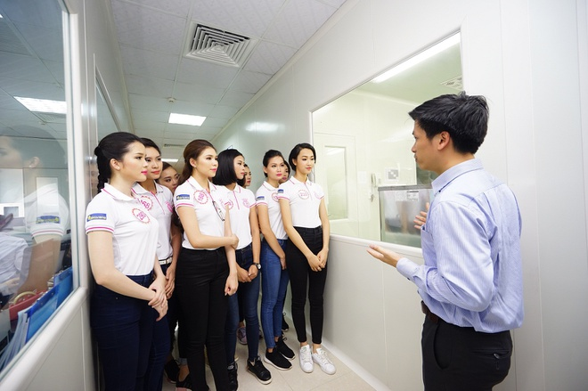 Thi sinh HHVN 2016 tham quan nha may Hoa Thien Phu hinh anh 6