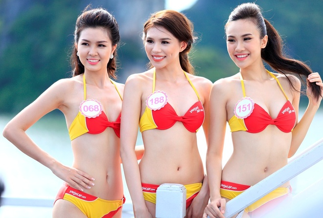Dan thi sinh HHVN khoe sac trong trang phuc bikini Vietjet hinh anh 2