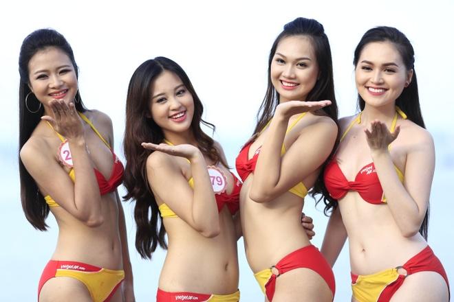Dan thi sinh HHVN khoe sac trong trang phuc bikini Vietjet hinh anh 4