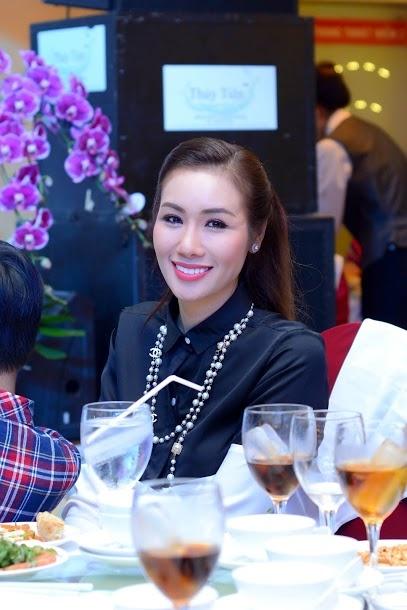Hoa hau Quy ba chau A Kim Nguyen anh 4