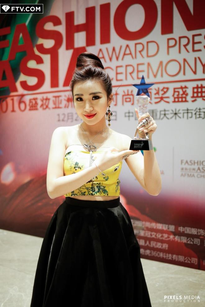 Vo Hoang Yen do dang ben quan quan Top Model Asia Award hinh anh 7