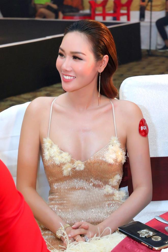 Hoa hau Quy ba chau A Kim Nguyen goi cam du Hoi xuan nghe si hinh anh 6