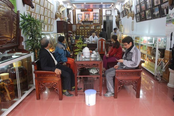 Luong y pho nui Lao Cai tri benh khop hinh anh 2