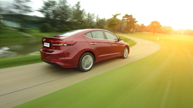Hyundai Elantra 2016 anh 1