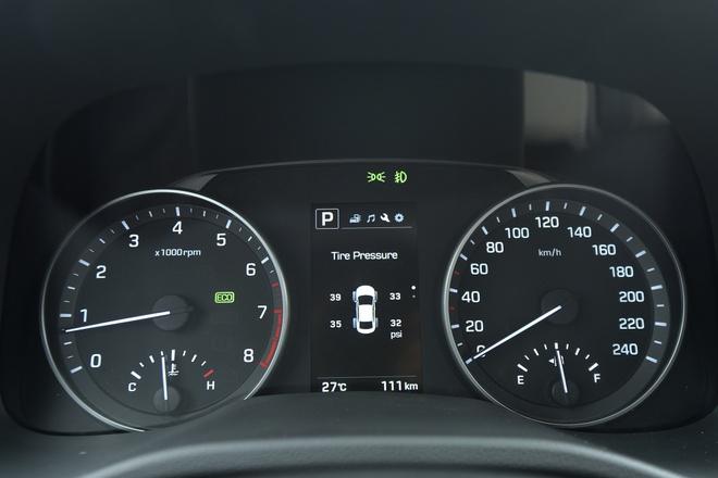 Hyundai Elantra 2016 anh 3