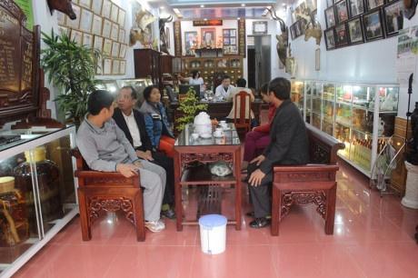 Luong Y Pham Trong Hung voi bai thuoc chua khop 7 doi hieu qua hinh anh 1