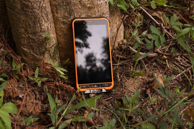 Armor - smartphone tam trung chong nuoc, roi vo chuan IP68 hinh anh 2