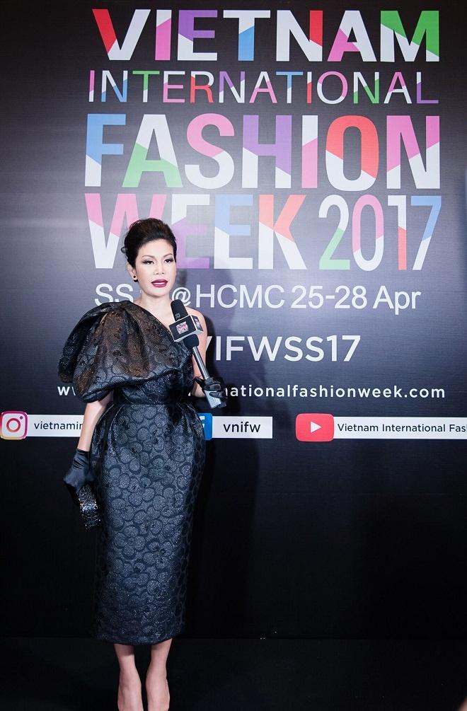 TGD Thea Beauty Solutions hoi ngo dan sao Viet tren tham do VIFW 2017 hinh anh 10