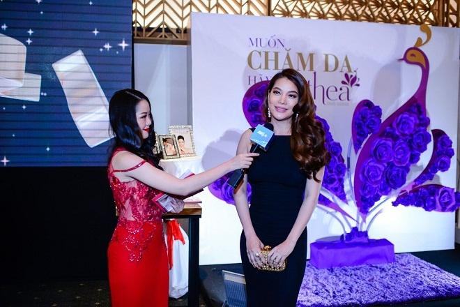 TGD Thea Beauty Solutions hoi ngo dan sao Viet tren tham do VIFW 2017 hinh anh 6