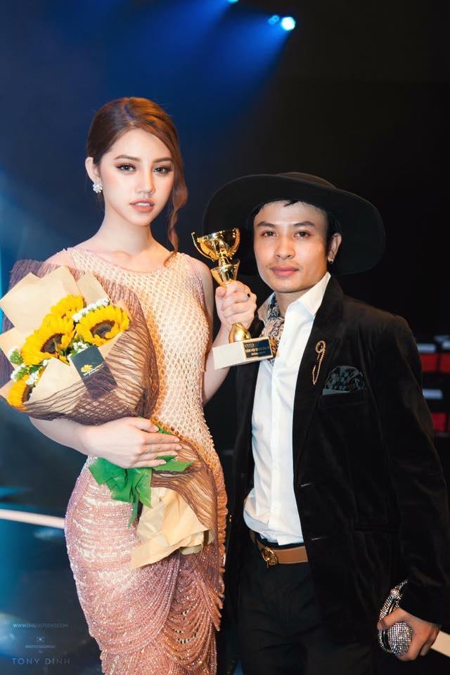 Hoang Hien - chuyen gia trang diem theo xu huong 'sang chanh' hinh anh 3