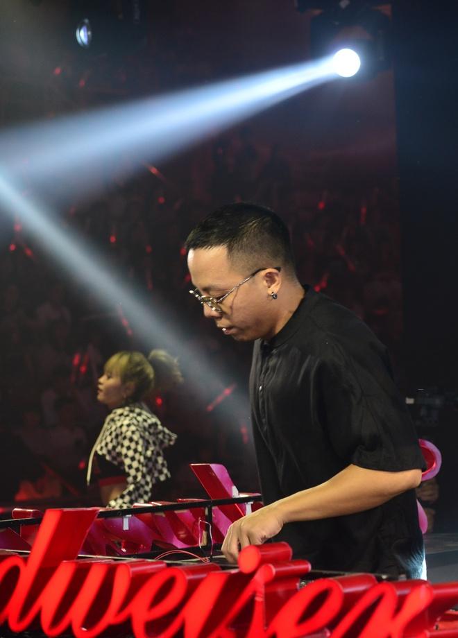Dong Nhi khoe duong cong nong bong, Duc Chinh tin Phap thang 1-0 hinh anh 42