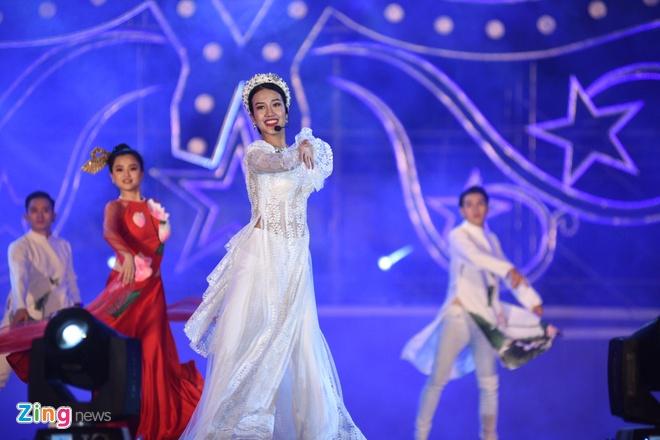 Soobin Hoang Son dai fan loat hit dinh dam, khoe vu dao dieu luyen hinh anh 29