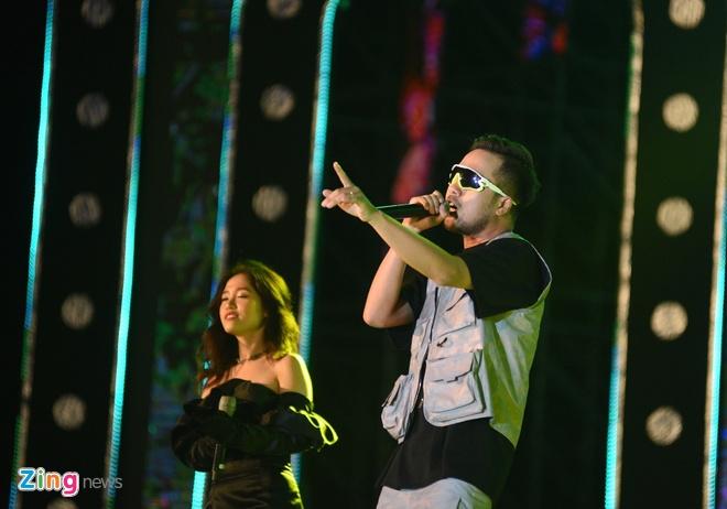 Soobin Hoang Son dai fan loat hit dinh dam, khoe vu dao dieu luyen hinh anh 37