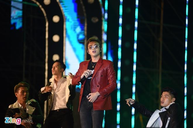 Soobin Hoang Son dai fan loat hit dinh dam, khoe vu dao dieu luyen hinh anh 40
