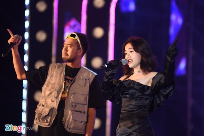 Soobin Hoang Son dai fan loat hit dinh dam, khoe vu dao dieu luyen hinh anh 36