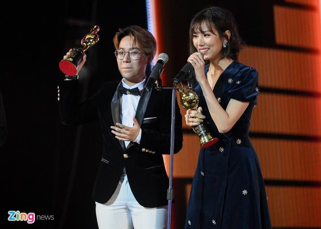 Min tiet lo ve bo vay 'dung hang' voi Song Hye Kyo tren tham do ZMA hinh anh 2