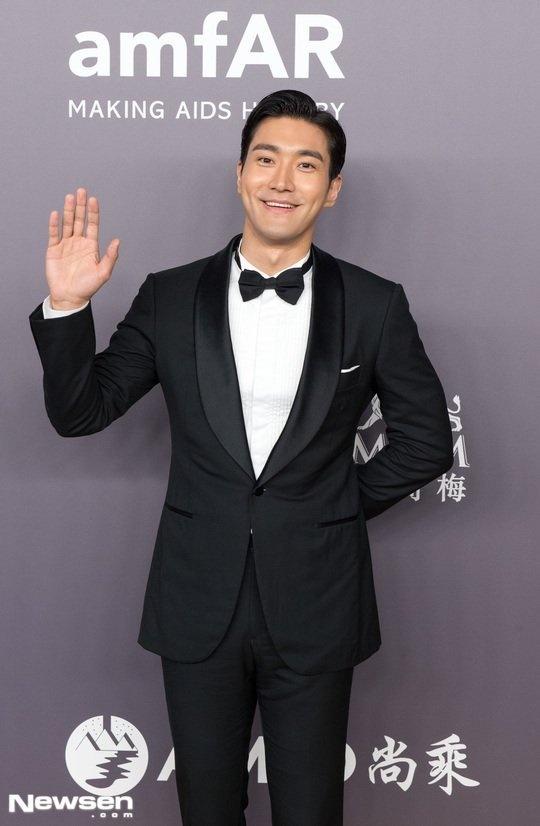 Liam Hemsworth hoi ngo Choi Si Won va Ngo Ton o Hong Kong hinh anh 3