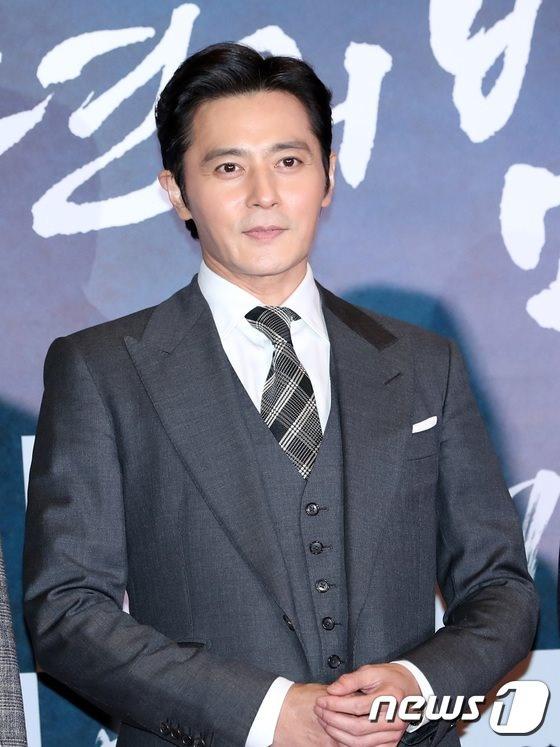 Jang Dong Gun moi dan sao hang A du tham do cong chieu phim moi hinh anh 17