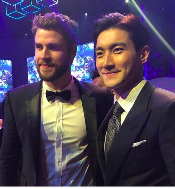 Liam Hemsworth hoi ngo Choi Si Won va Ngo Ton o Hong Kong hinh anh 6