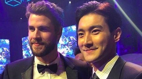 Liam Hemsworth hoi ngo Choi Si Won va Ngo Ton o Hong Kong hinh anh