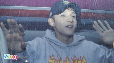 Hang tram fan cho don 'Hoang tu lai' Kim Samuel o Sai Gon trong dem hinh anh