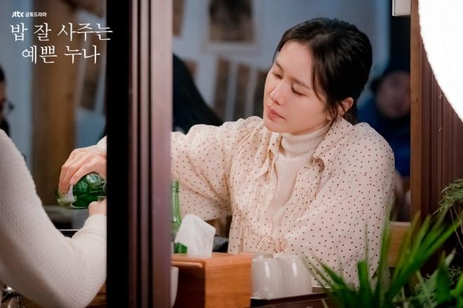 Son Ye Jin mac chat nhu the nao trong 'Chi dep mua com ngon cho toi' hinh anh 11