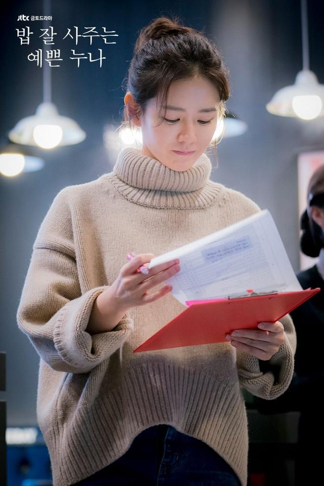 Son Ye Jin mac chat nhu the nao trong 'Chi dep mua com ngon cho toi' hinh anh 2