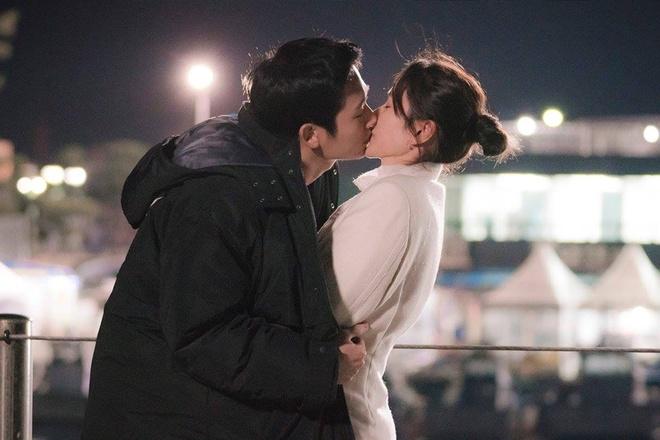 'Chi dep mua com' tap 4: Jin Ah co nu hon dau voi em trai cua ban than hinh anh 9
