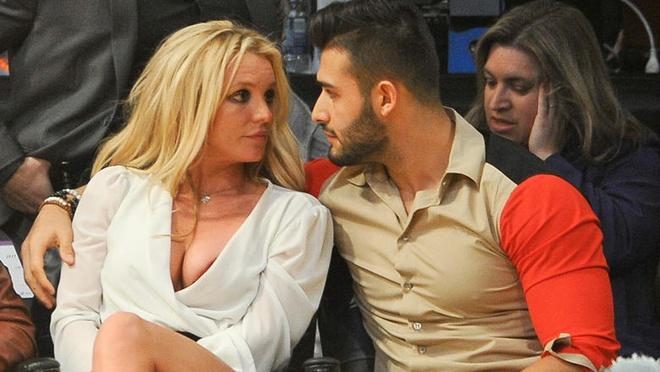 Britney Spears khoe clip tap nhay va om hon ban trai kem 13 tuoi hinh anh 2