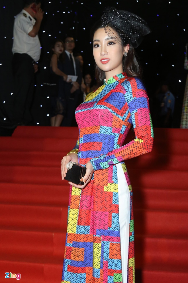 Son Tung, Angela Phuong Trinh gay chu y tren tham do Fashion Week hinh anh 9