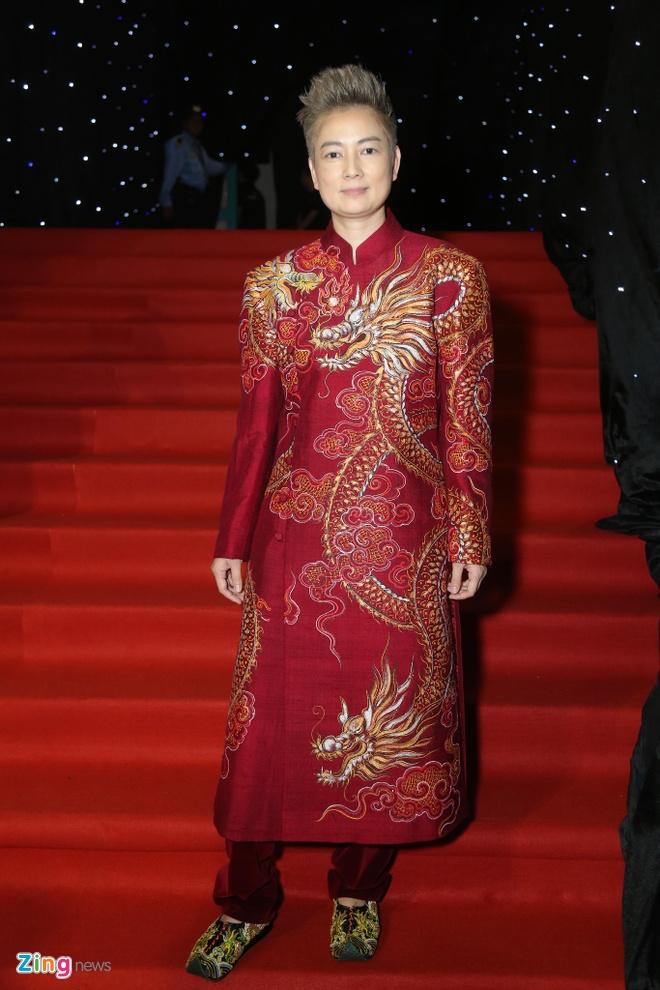 Son Tung, Angela Phuong Trinh gay chu y tren tham do Fashion Week hinh anh 19