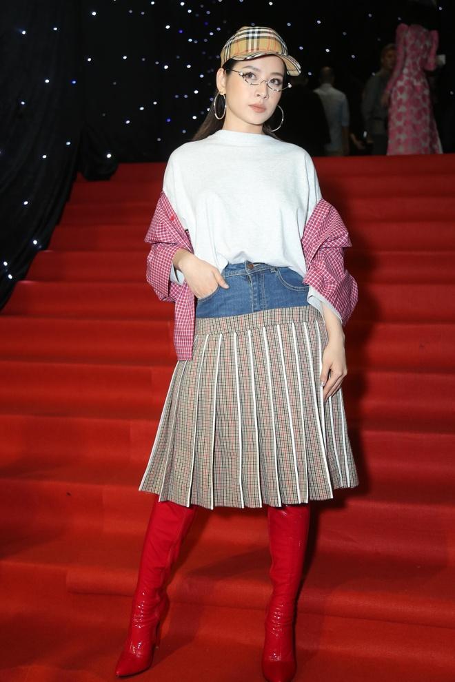 Son Tung, Angela Phuong Trinh gay chu y tren tham do Fashion Week hinh anh 6