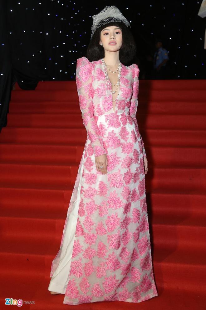 Son Tung, Angela Phuong Trinh gay chu y tren tham do Fashion Week hinh anh 15