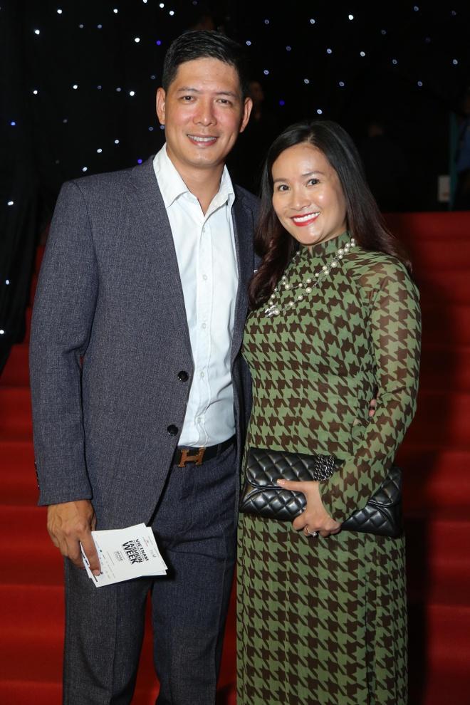 Son Tung, Angela Phuong Trinh gay chu y tren tham do Fashion Week hinh anh 16