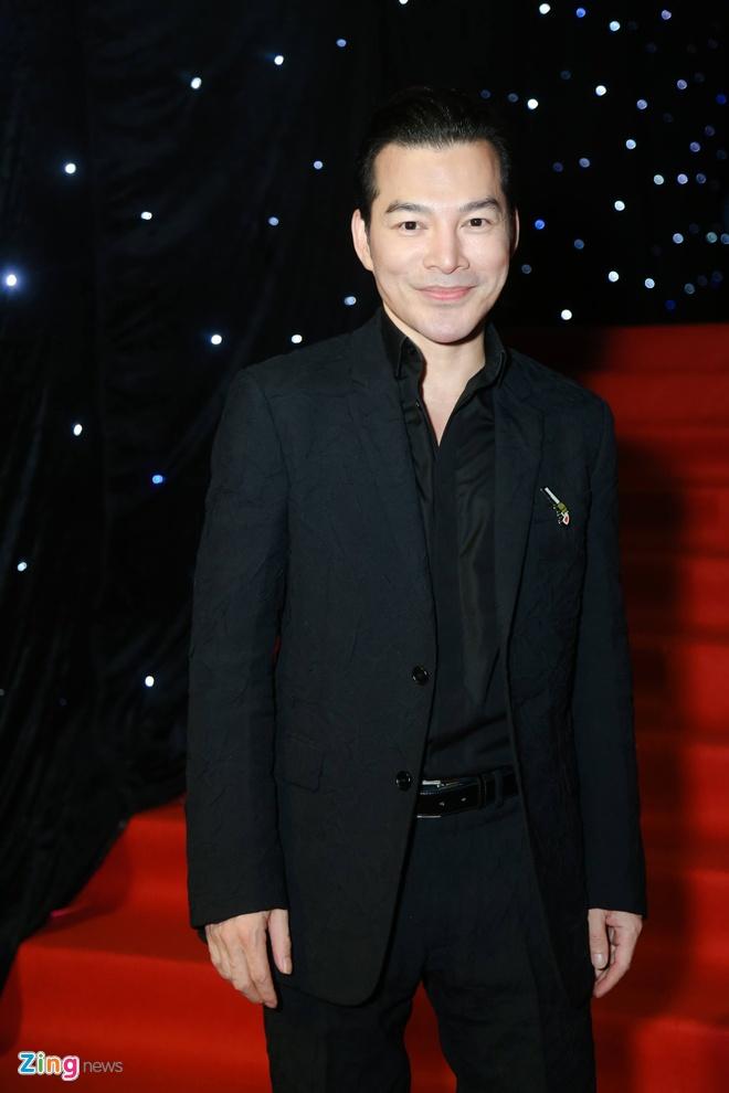 Son Tung, Angela Phuong Trinh gay chu y tren tham do Fashion Week hinh anh 20