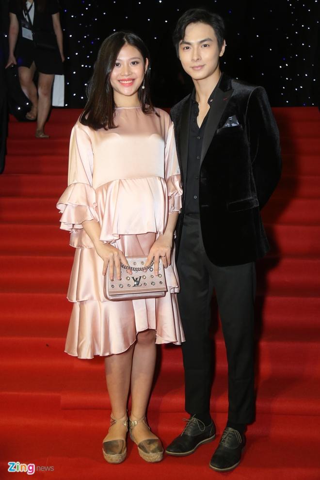 Son Tung, Angela Phuong Trinh gay chu y tren tham do Fashion Week hinh anh 18