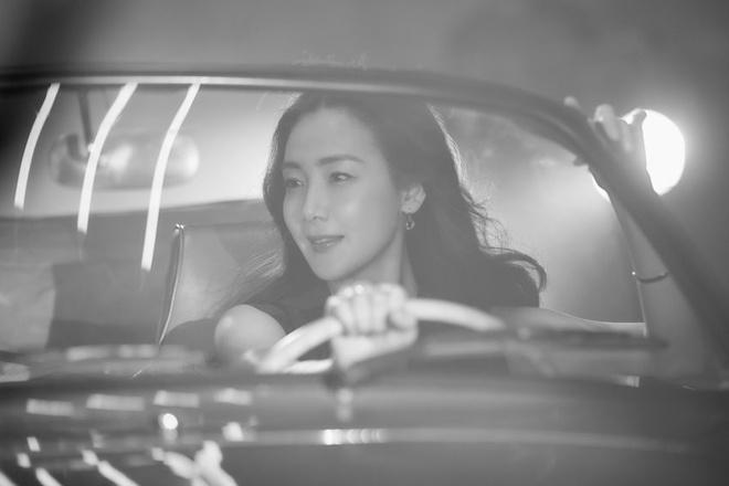 Nhan sac khong ty vet o tuoi U50 cua Choi Ji Woo trong anh hau truong hinh anh 2