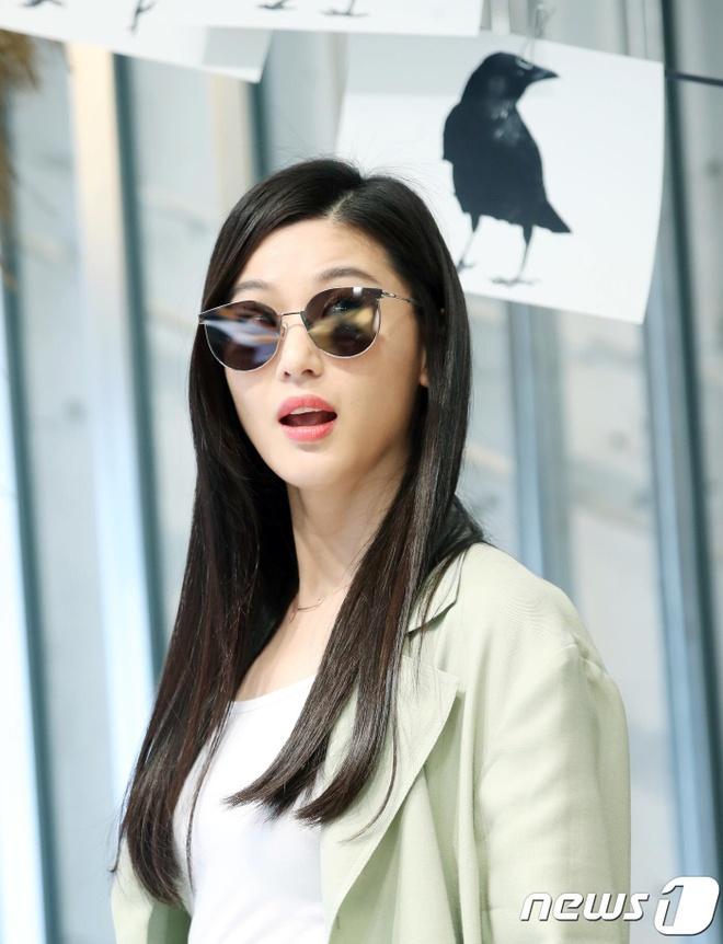 Jun Ji Hyun van sang chanh du mac quan ao nam tinh, luom thuom hinh anh 6