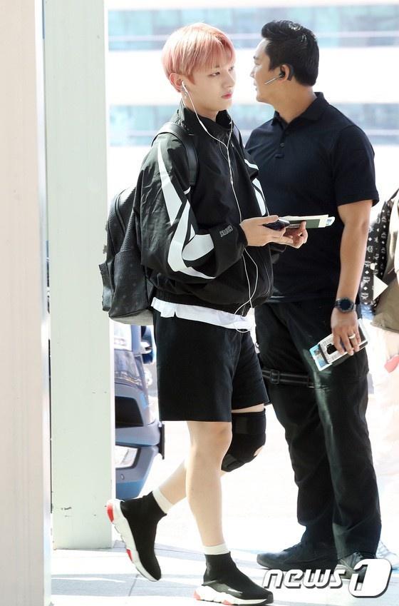 Lee Young Ae va hot boy 17 tuoi cua WANNA ONE thu hut chu y o san bay hinh anh 12