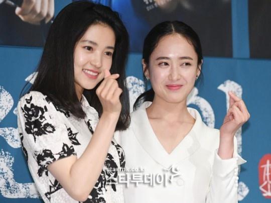 "Lee Byung Hun dien trai ben canh ""nang hau dong tinh' Kim Tae Ri hinh anh 6"