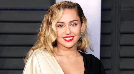 Miley Cyrus hoc Taylor Swift xoa sach Instagram, chuan bi ra album? hinh anh