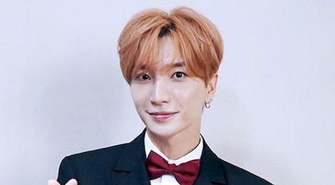 Truong nhom Super Junior bi ep mac ao phao day giua thoi tiet 38 do C hinh anh