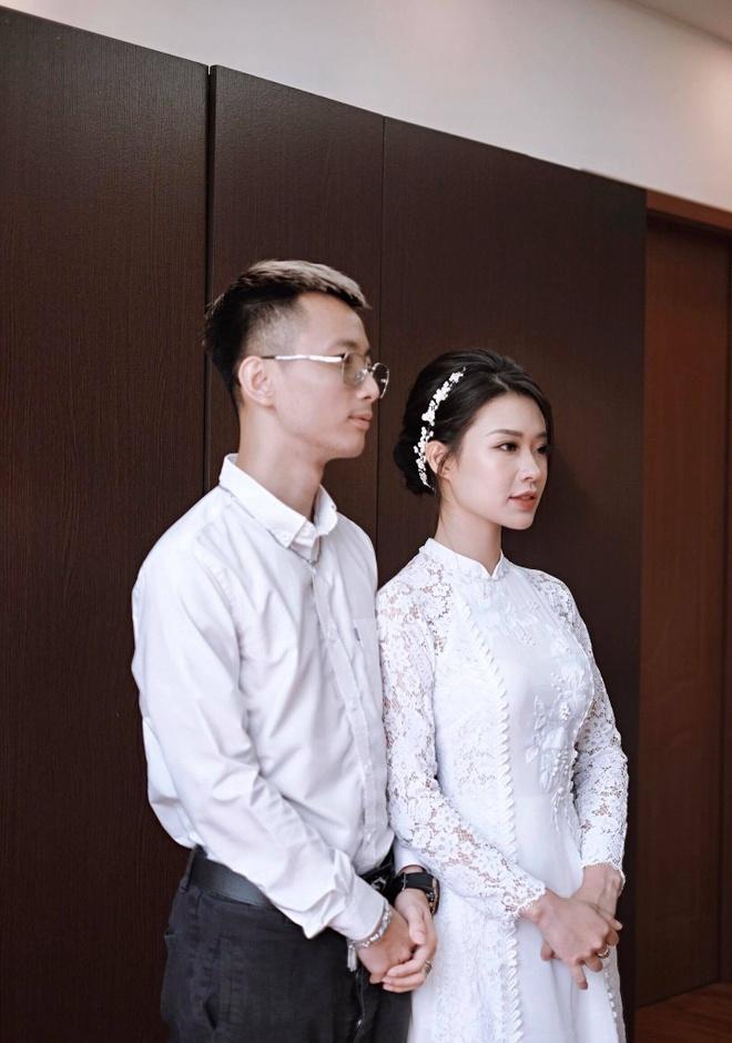 Chu nhan hit 'Yeu 5' to chuc le an hoi voi ban gai xinh dep hinh anh 1