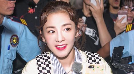 Dara (2NE1) tre trung bat ngo o tuoi 33, quay phim fan Viet o san bay hinh anh