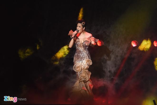 Toc Tien van quyen ru khi mac ao dai, lan at thi sinh The Voice 2018 hinh anh 5